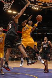Lamar Odom puts up a shot inside against Philly.jpg