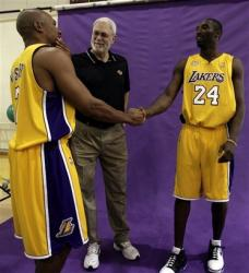 kobe bryant shakes hands with derek fisher as phil jackson looks on capt. .lakers_bryant_basketba