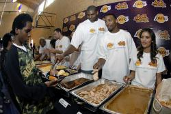 bynum crittenton and laker girl feed the hungry during thanksgiving.jpg