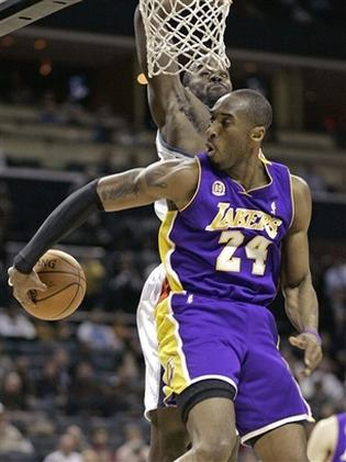 Kobe Bryant does a behind the back pass.jpg (1 comment)
