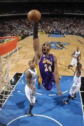 Kobe flies in for a one handed slam.jpg