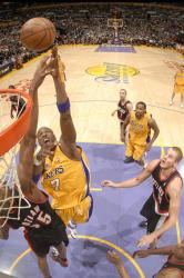 Lamar Odom shoots over Travis Outlaw in the paint.jpg