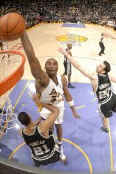 kobe dunk full.getty   spurs lakers 8 18 42 pm.jpg