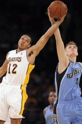 Shannon Brown battles Andrei Kirilenko for the ball.jpg