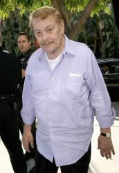 Lakers owner Jerry Buss arrives for game 5.jpg