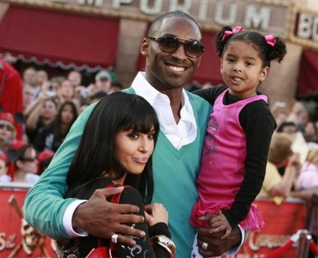Kobe Bryant smiles with wife Vanessa and their daughter.jpg