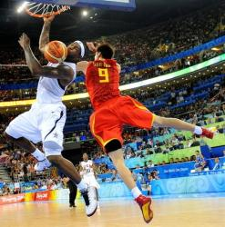 Sun Yue tries to stop LeBron James but to no avail.jpg