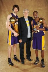 Pau Gasol, Phil Jackson, and Kobe Bryant poses for a formal photo after winning the NBA Championship 2009.jpg
