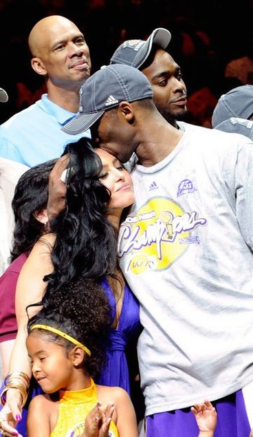 kissed  Finals post Bryant during by is Vanessa Kobe 2009