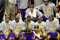 Lakers team gather during NBA Championship presentation ceremony.jpg