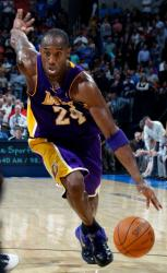 Kobe Bryant drives against the Thunder in a road jersey.JPG