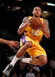 Shannon Brown in the air.JPG