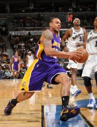 Shannon Brown drives into the lane against the Wizards.JPG