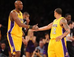 Lamar Odom slaps hands with Shannon Brown.JPG