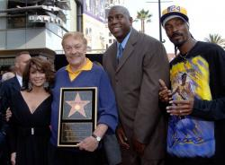 jerry buss paula abdul magic johnson  snoop dogg full.getty   dr jerry buss 5 04 46 pm.jpg