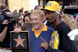 jerry buss snoop dogg full.getty   dr jerry buss 5 06 32 pm.jpg