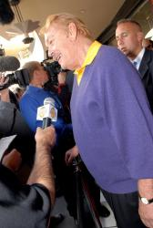jerry buss full.getty   vip reception 10 37 35 pm.jpg