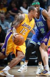 Shannon Brown goes around a screen in Minnesota.JPG