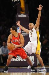 Derek Fisher tries to draw a charge vs Andre Miller.JPG
