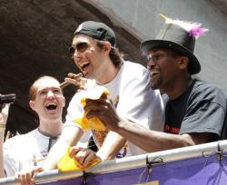 Sasha Vujacic and Ron Artest have a laugh during the Lakers Championship Parade 2010.JPG