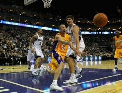 Steve Blake tries to save the loose ball.JPG
