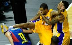 Shannon Brown kung fu drop kick on JC Navarro.JPG