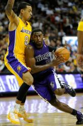 Matt Barnes tries to keep Tyreke Evans in front of him.JPG