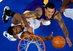 Matt Barnes goes up inside vs DeAndre Jordan.JPG