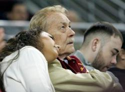 Jerry Buss watches a USC game.JPG