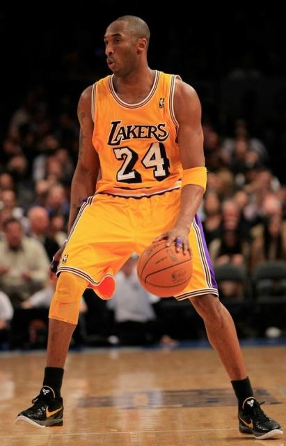 separation shoes 291e7 aaa71 Kobe Bryant dribbles the ball at Madison Square Garden in a ...