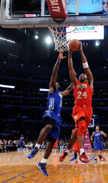 Kobe Bryant Goes For The Dunk Vs Lebron James At The 2011 All Star Game Jpg 1 Comment