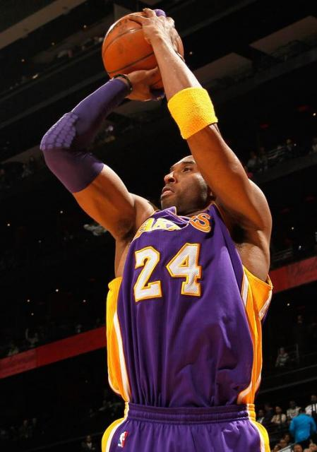 Kobe Bryant jump shot shooting form in Lakers road jersey.JPG