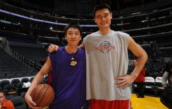 Sun Yue and Yao Ming photo together.jpg