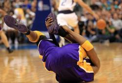 Kobe Bryant falls to the ground in pain after hurting his ankle in Dallas.JPG