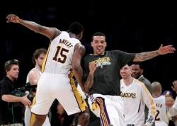Matt Barnes body bumps Ron Artest.JPG