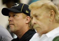 Jim Buss Photos and Pictures