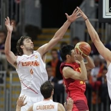 Pau Gasol tries to block a Chinese player's shot during the 2012 Olympics.JPG