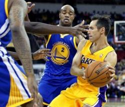 Steve Nash in Laker uniform tries to throw a pass versus Jarrett Jack.JPG