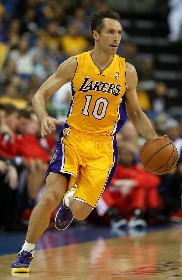 sports shoes 46020 52d53 Steve Nash dashes up court dribbling the ball in a Laker ...