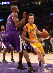 Steve Nash dribbles inside vs the Kings at Staples Center.JPG