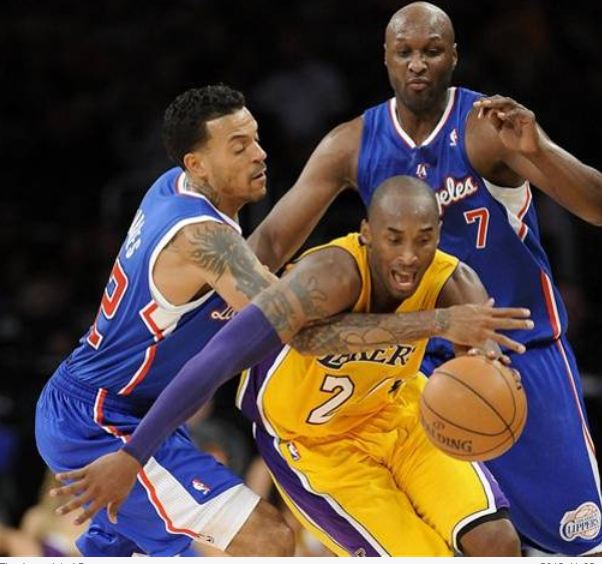 Kobe Bryant is fouled by former Lakers Matt Barnes with Lamar Odom nearby.JPG