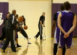 Mike D'Antoni in crutches watches a Laker practice.JPG