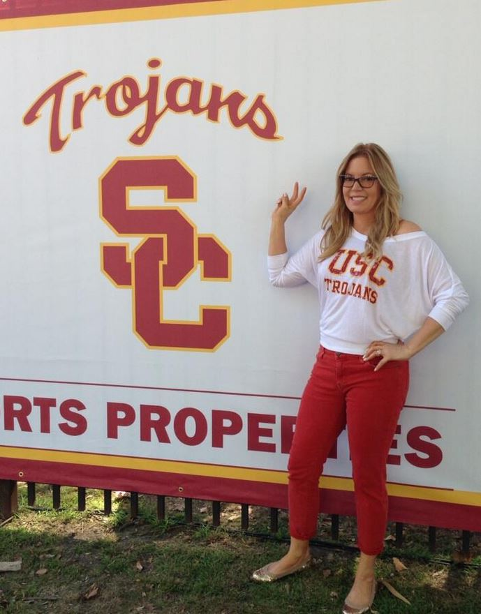 Blonde Jeanie Buss In White Usc Trojans Shirt Red Pants -3078