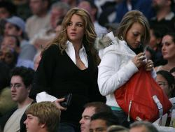 laker-fan-britney-spears-26940439.jpg