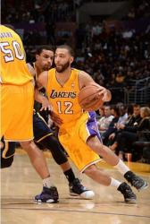 Kendall Marshall utilizes the Robert Sacre screen vs the Pacers at Staples Center.JPG